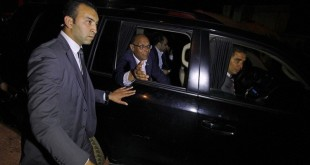 Tunisia's President Moncef Marzouki (C) greets supporters from inside his car during a re-election campaign in Tunis December 19, 2014. Tunisia will hold the run-off of its first democratic presidential election on December 21, between incumbent Marzouki and Beji Caid Essebsi, veteran leader of secularist party Nidaa Tounes, electoral authorities said on Monday. REUTERS/Zoubeir Souissi (TUNISIA - Tags: POLITICS ELECTIONS) - RTR4IR3A